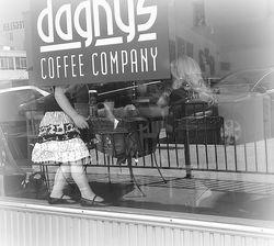 Dagnys black and white
