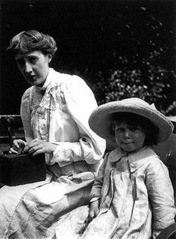 Virginia Woolf with child