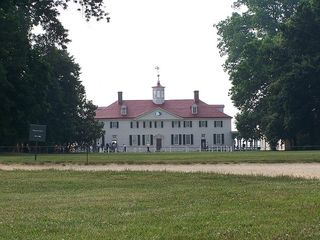An impressive view of the Mount Vernon George and Martha Washington called home.