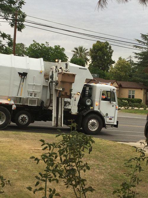Trash truck did it right
